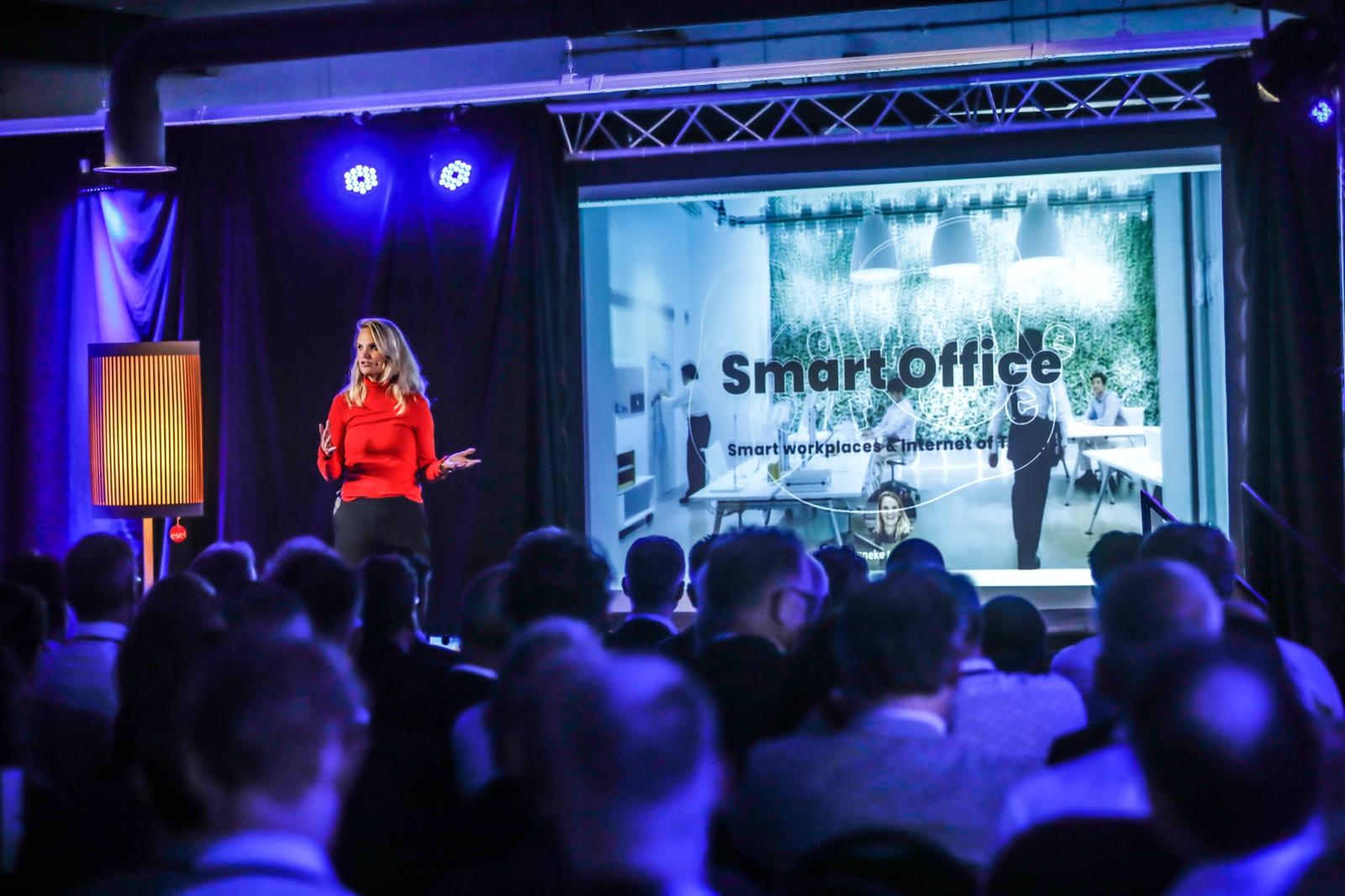 Hanneke presenteert Smart Offices